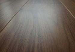 Массивная доска Bolefloor Орех Натур без покрытия